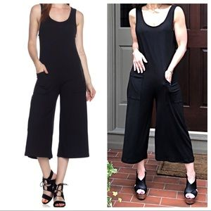 Pants - ✨LAST ONE ✨Black palazzo jumpsuit with pockets